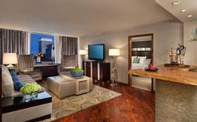 2631759-Luxe-City-Center-Hotel-Suite-4-DEF